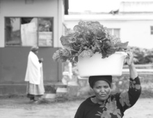 Woman carrying food parcel on her head 1